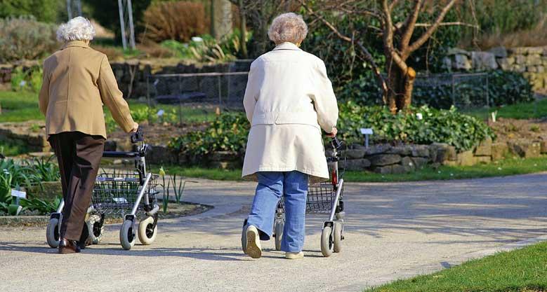 Liikumishäirete korral on abiiks erinevad rulaatorid ja käimisraamid.